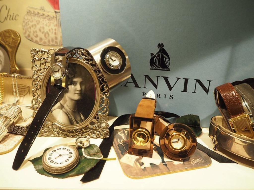74377db383 洋服・小物・財布など、数多くのコレクションを送り出しているフランス・パリの世界的有名ブランドLANVIN。 時計メーカーでは見られないユニークなデザインが冴え渡り  ...